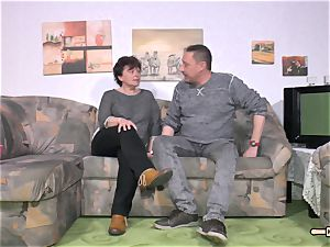 Hausfrau Ficken - super hot hook-up with unexperienced German housewife