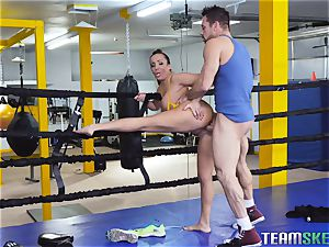 harsh boxing session turns into hardocre vulva stuffing with Richelle Ryan