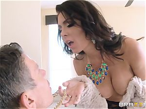 Jessica Jaymes ravages her boy in her new home