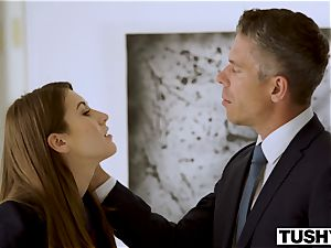 TUSHY assistant Makes Her chief Work For anal invasion