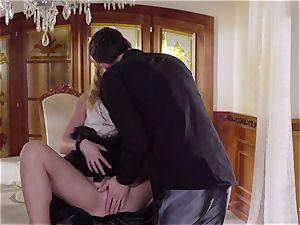 PINUP lovemaking - ultra-cute Czech blond luvs voluptuous nail