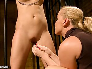 Kathia Nobili put some two weights to super-fucking-hot babe's labia