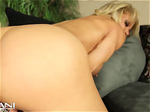 fitness stunner fingers her beaver and fumbles her gigantic joy button