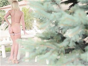 cool nude blonde Kiara Lord solo getting off