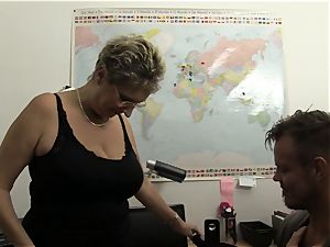 hard-core Omas - blondie German grannie luvs messy office hook-up