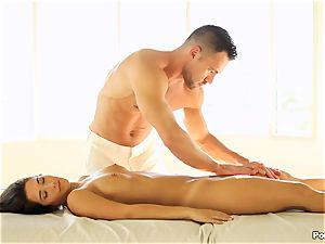 Eva Lovia likes an after massage romping