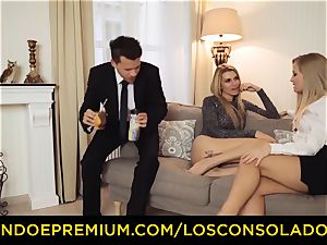 LOS CONSOLADORES - bubble ass lady plows beau and girlfriend