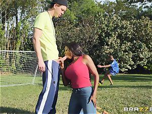 big-chested suckermom Diamond Jackson blows Markus
