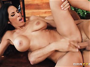 Veronica Rayne bashed and nutted on her stellar face