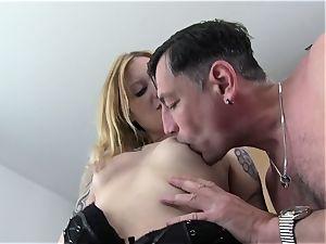ReifeSwinger - German light-haired penetrates in 3some