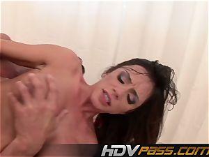 HDVPass buxom honey Ariella Ferrera Gets Down