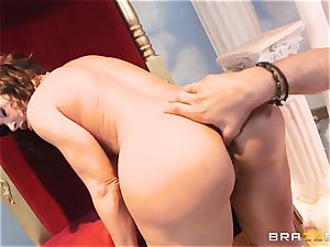 Divine mature Lisa Ann tests ginormous chisel on Olympus