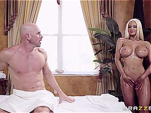 Mega bimbo Nicolette Shea gives Johnny Sins a total service rubdown