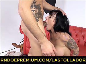 LAS FOLLADORAS - spectacular performer gets jism in jaws