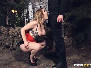 molten hooker Hanna Montada deepthroats and pulverizes a dirty cop
