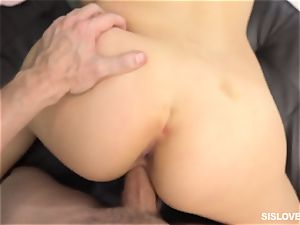 Alexis Deen nails her step brother