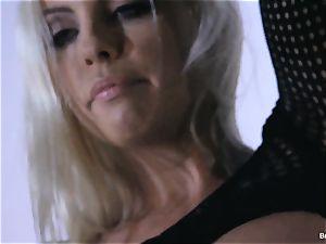 Britney Amber fucktoys in her gash